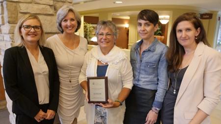 Luce Bessette, lauréate du Prix engagement exceptionnel, 100 unités et plus